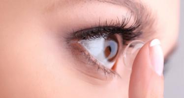 Desarrollan una lente de contacto que frena un 43% la progresión de la miopía
