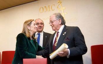 El Dr. Diego Murillo recibe la medalla de oro de la OMC