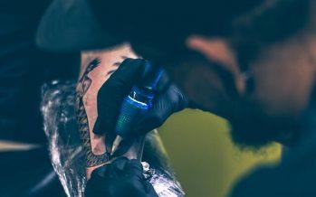 Alertan del peligro de algunos colorantes de los tatuajes