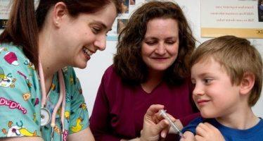 El Sergas agrupa en una dosis las vacunas a los niños de 3 años