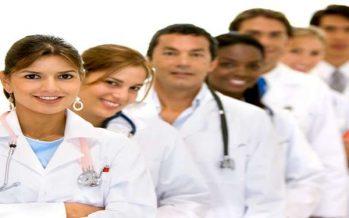 Más de la mitad de los estudiantes sanitarios ve su futuro laboral en el sector privado