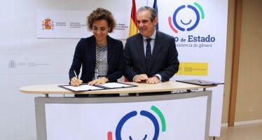 Dolors Montserrat firma un convenio de colaboración con el CGCOF sobre violencia de género