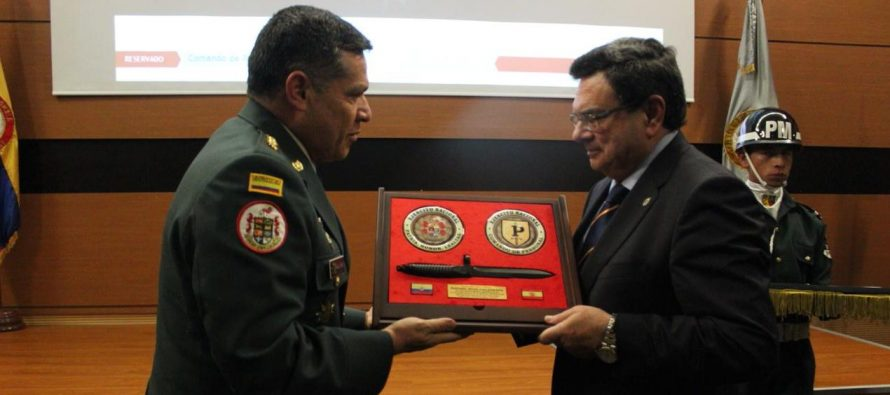 El ejército colombiano distingue al Profesor Ruiz Calatrava