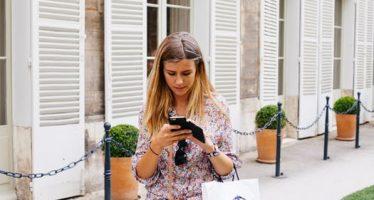 La postura al utilizar móviles o portátiles multiplica por cinco el peso de la cabeza