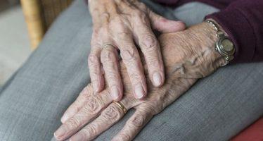 La estimulación cerebral puede retrasar la progresión de temblores al inicio del Parkinson