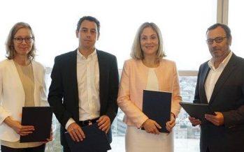 Grifols firma un préstamo de 85 millones con el BEI para combatir enfermedades crónicas
