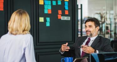 ¿Cómo influye la organización del trabajo en los factores psicosociales?
