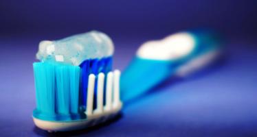 Disfunción eréctil: Un estudio asegura que cepillarse los dientes puede prevenirla