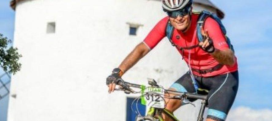 Pacientes con cáncer cruzan en bici el desierto de Europa para visibilizar el cáncer hematológico