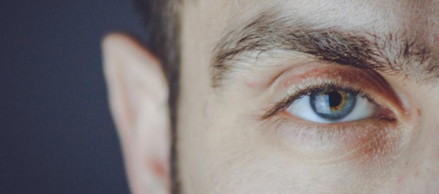 Un hombre ciego recupera parcialmente la vista con algas