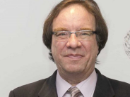 Dr. Amos García