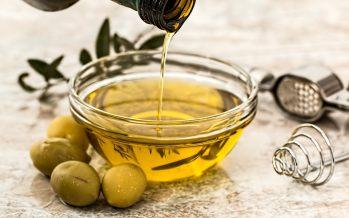 Un estudio señala que consumir aceite de oliva aumenta la esperanza de vida