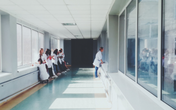 El Hospital Clínico de Valencia reduce un 25% las dosis de antibióticos por estancia hospitalaria con el programa PROA