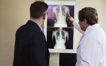 ¿Cuáles son las causas de la osteopenia?
