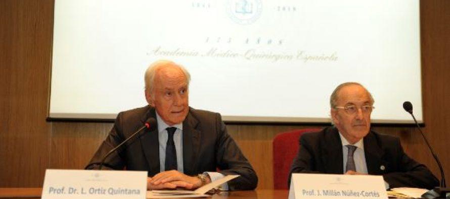 """Sesión Académica sobre """"Medicina Interna y Cronicidad"""" en la AMQE"""