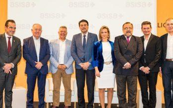 """ASISA recibe a Jorge Crivillés en Alicante tras convertirse en el primer español que logra los """"Siete Océanos"""""""