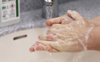 Investigadores afirman que el coronavirus puede permanecer en la piel hasta nueve horas