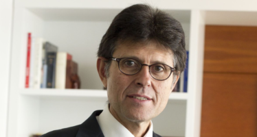 H. Arnés: «Hay en marcha cerca de mil ensayos clínicos con potenciales medicamentos y vacunas»