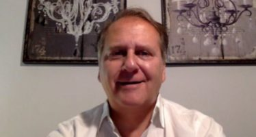 """Dr. De Castro: """"Tenemos que convivir e intentar combatir la frustración que produce el cáncer"""""""