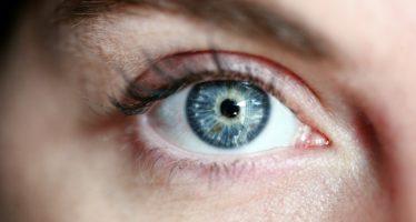 ¿Qué es el agujero macular y qué síntomas tiene?