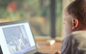 La exposición a pantallas antes de los 2 años puede entorpecer el desarrollo neuronal