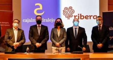 Cajalmendralejo y Ribera Salud firman un acuerdo de colaboración