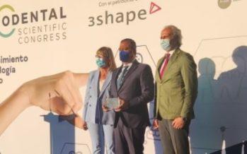 Expodental Scientific Congress premia al Dr. Castro por su gestión durante la pandemia de COVID-19