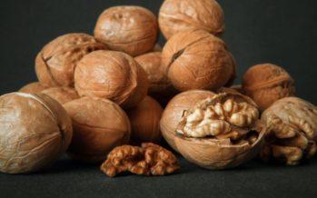 Un estudio afirma que comer nueces a diario disminuye el colesterol malo
